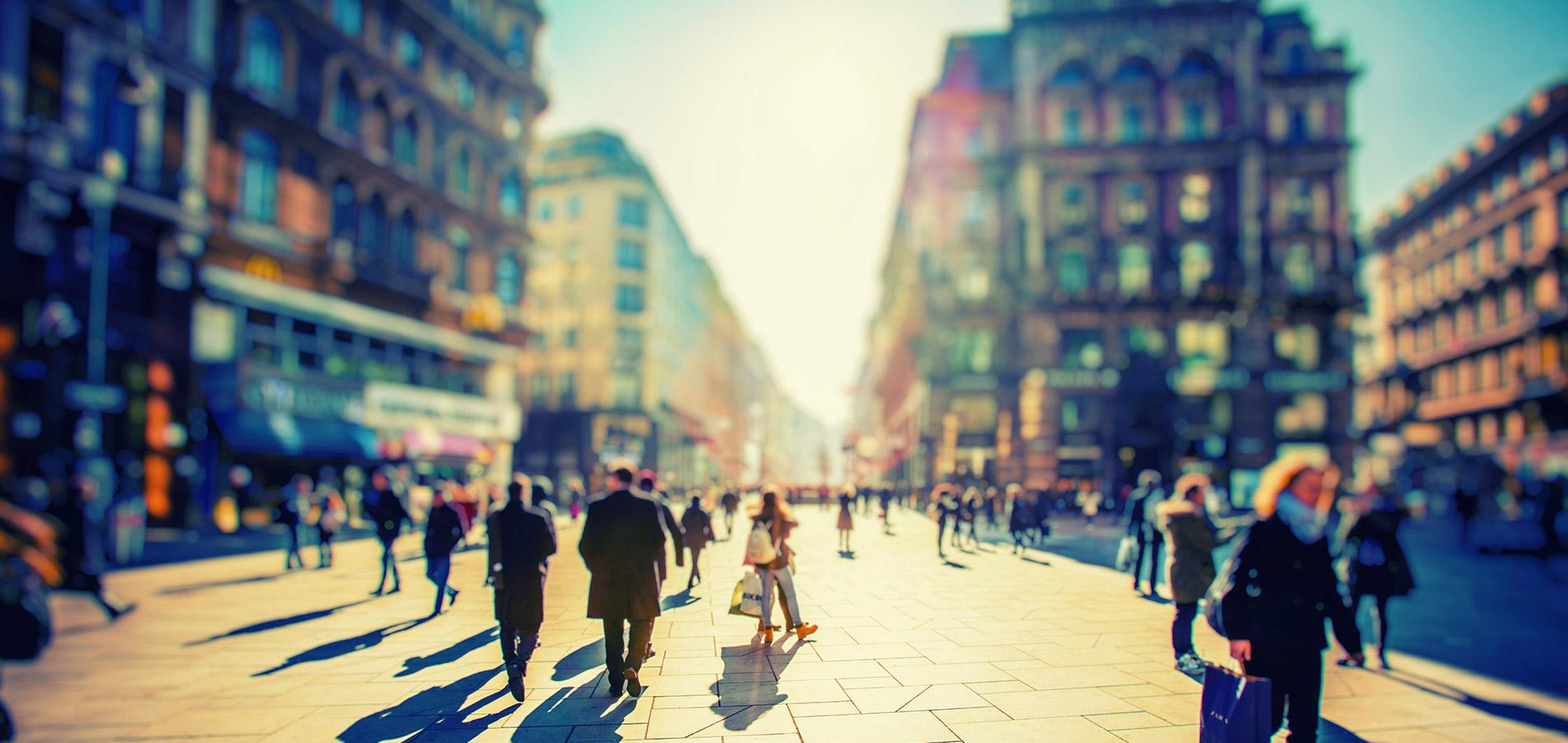 persone in centro città